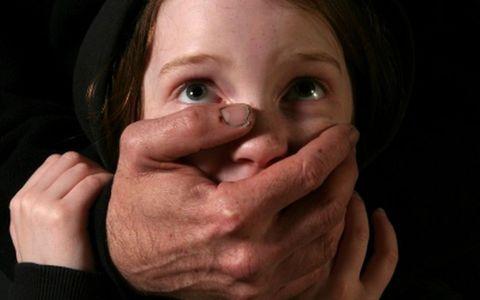 28χρονος βίαζε την κόρη του σε… ζωντανή μετάδοση