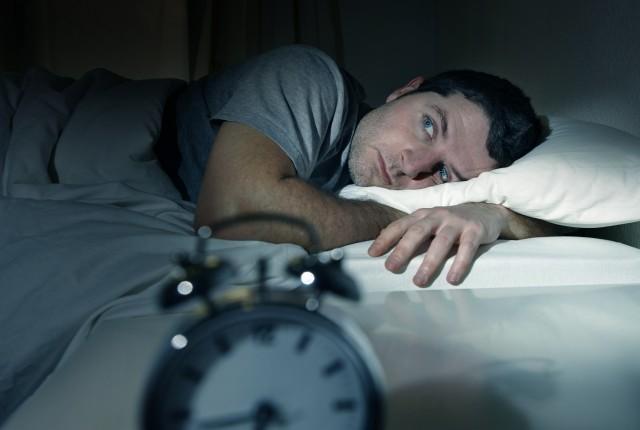 """Ύπνος: Γιατί κάποιες φορές νιώθετε ότι """"πέφτετε από ψηλά"""""""