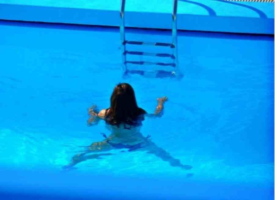 Νεκρή στον πάτο της πισίνας εντοπίστηκε 57χρονη