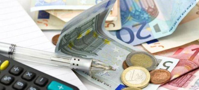 Ένστολοι: Αυξήσεις 32-166 ευρώ και αναδρομικά 2.000 ως 10.000 ευρώ