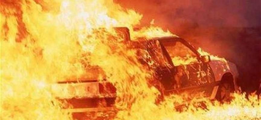 Ταξί τυλίχτηκε στις φλόγες στη Λάρισα