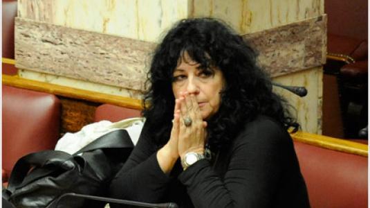 Βαγενά: «Ωράριο λάστιχο, δουλειά χωρίς δικαιώματα»
