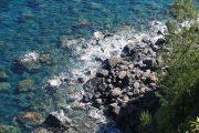 12χρονη έπεσε και χτύπησε στα βράχια