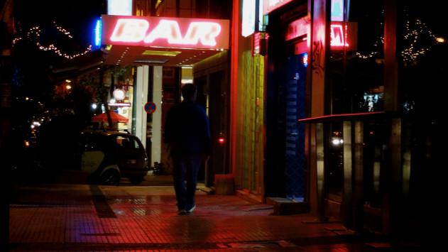 Πανικός σε μπαρ - Άνδρας μαχαίρωσε 26χρονο υπάλληλο