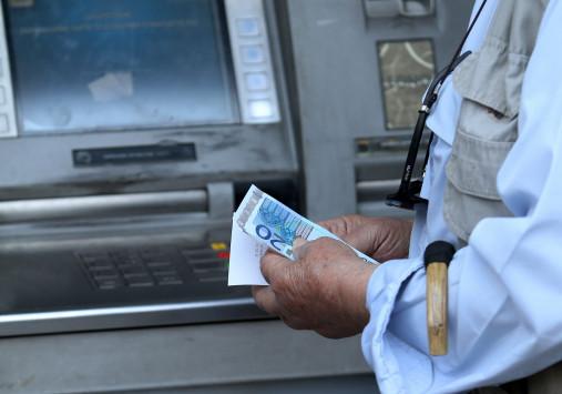 Στον εισαγγελέα 35χρονη που πήρε από το ATM «ξεχασμένα» λεφτά