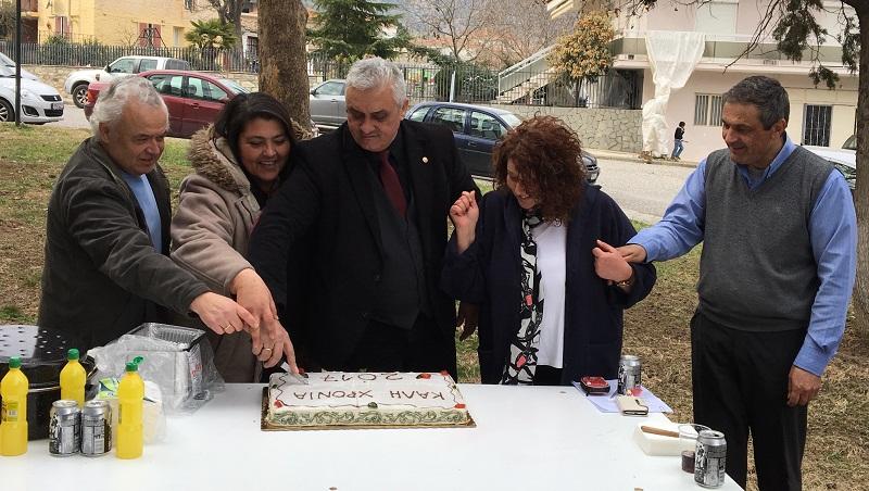Έκοψαν πίτα και τσίκνισαν οι υπάλληλοι του Δήμου Τεμπών