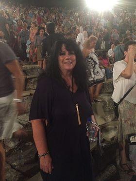 Στις Βάκχες του Ευριπίδη και την παράσταση του Θεσσαλικού Θεάτρου η Άννα Βαγενά