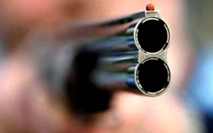 Παππούς τσακώθηκε με τον εγγονό και άρχισε να πυροβολεί