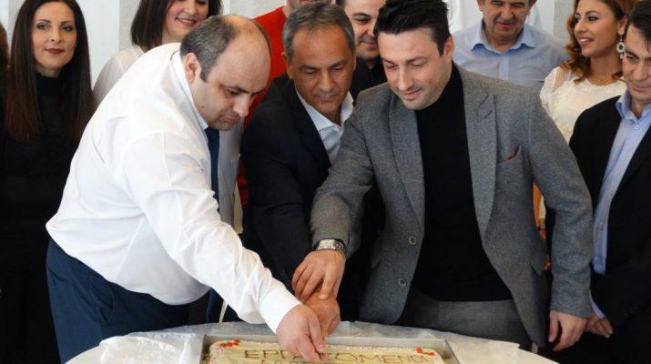 Έκοψαν την πίτα τους οι εργαζόμενοι του ΜΑΣΟΥΤΗ Λάρισας (ΦΩΤΟ)