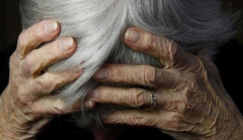 Σακάτεψε στο ξύλο γιαγιά για 350 ευρώ – Την παράτησε αναίσθητη από τα χτυπήματα