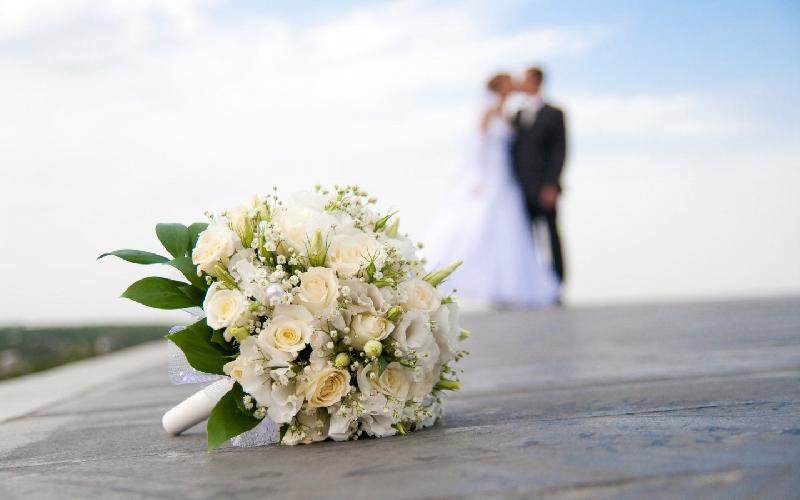 Οι κατάρες του παπά σε ένα γάμο γεμάτο απρόοπτα – «Ο Θεός θα ρίξει κεραυνούς»