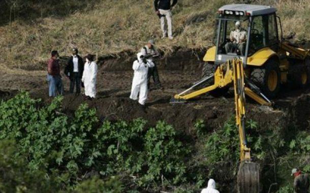 32 πτώματα εντοπίστηκαν σε ομαδικούς τάφους
