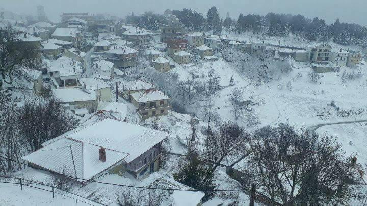 Μισό μέτρο το χιόνι στα ορεινά των Τρικάλων