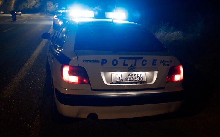Άνδρας μαχαίρωσε τρεις νεαρούς και παρέσυρε με το αυτοκίνητό του άλλους δύο
