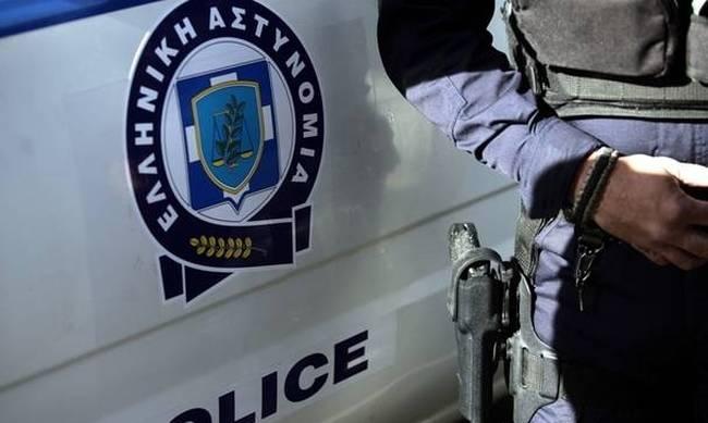 Έμπορος και δικηγόρος του Βόλου παρέλαβαν σε φάκελο πυροκροτητές
