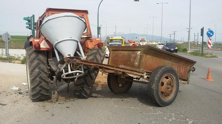 Αυτό είναι το τρακτέρ που συγκρούστηκε με αγροτικό έξω από τη Λάρισα… (ΦΩΤΟ)