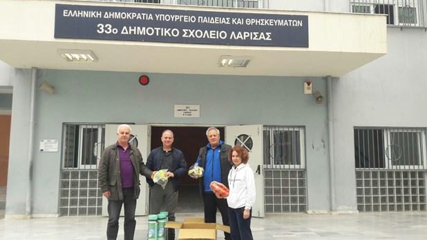 Αθλητικό υλικό σε σχολεία της Λάρισας και του Τυρνάβου
