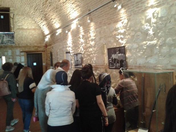 Γυναίκες πρόσφυγες από τη Συρία στο Μουσείο Εθνικής Αντίστασης