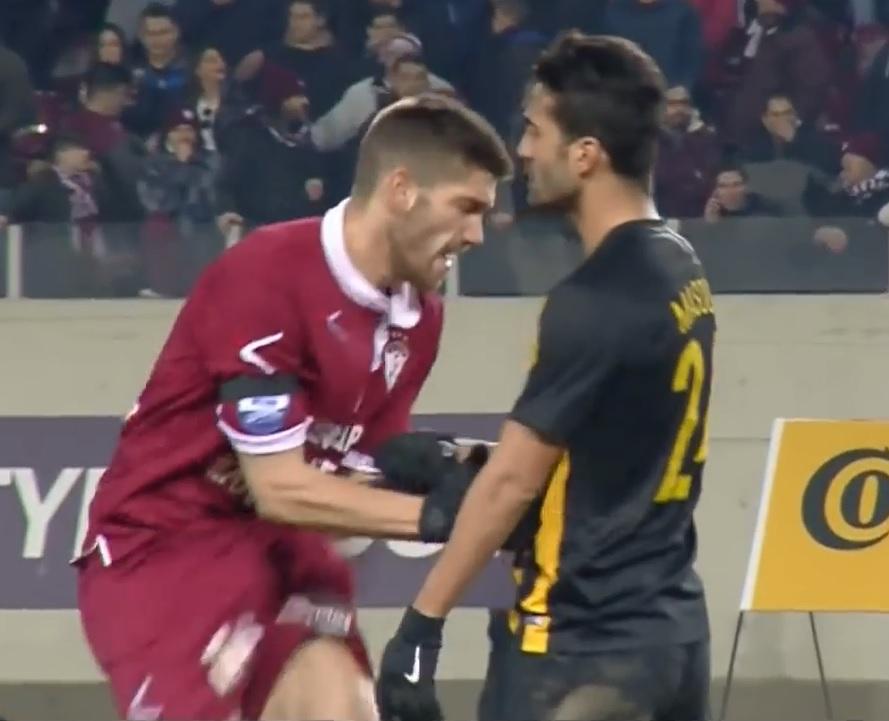 Η απαράδεκτη κίνηση παίκτη της ΑΕΚ στο AEL FC ARENA (Video)