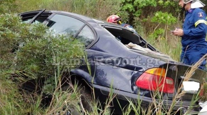 Έπεσε με το αυτοκίνητό του σε γκρεμό και βγήκε ζωντανός (Φώτο)