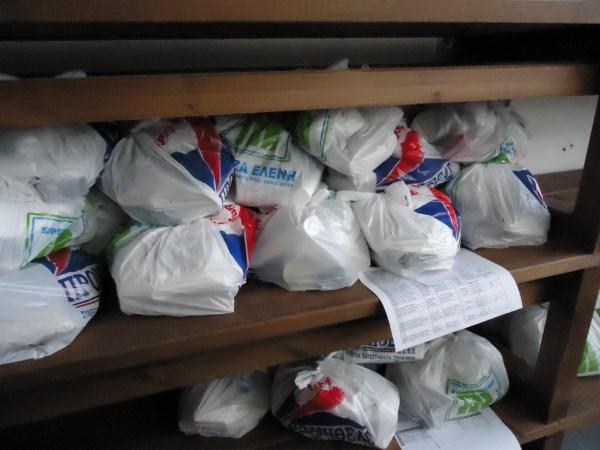 Μοιράστηκαν τρόφιμα σε 1.054 νοικοκυριά στο Δήμο Τυρνάβου