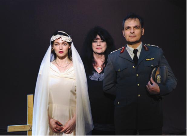 Η παράσταση «Γλυκυτάτη γαία πατρίς» με την Α. Βαγενά στο θέατρο του Μύλου