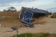 Ντελαπάρισε φορτηγό λίγο έξω από τα Φάρσαλα (ΦΩΤΟ)