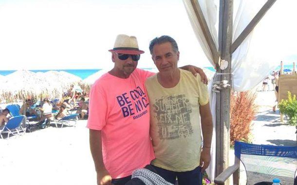 Ποιος γνωστός τραγουδιστής έκανε το μπάνιο του, στο Sunset Coffee Beach Bar στην Σωτηρίτσα (Φώτο)