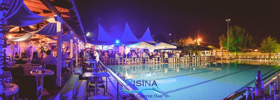 Το αδιαχώρητο στο Pisina Summer Club χθες το βράδυ! Οι Λαρισαίοι στα καλύτερα! (photo)
