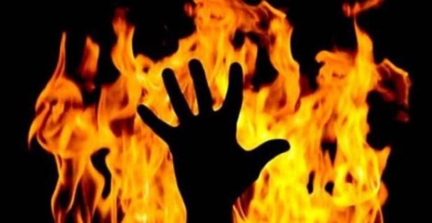 Έκαψε ζωντανό τον πατέρα του επειδή του μίλησε «ειρωνικά»