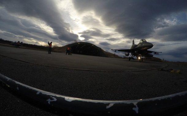 Φωτογραφίες από τα Ελληνικά F-16 στον αρκτικό κύκλο