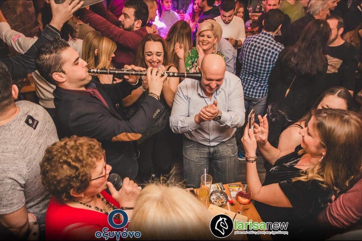 Τα έδωσε όλα η Σούλα Δέλλιου την Κυριακή το βράδυ στη Λάρισα! (ΦΩΤΟ)