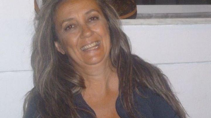 Συνεχίζεται το «ψωνηστήρι» στην πλατείs στα Τρίκαλα! Κορίτσια που τάζουν σε ηλικιωμένους και αυτοί υποκύπτουν...