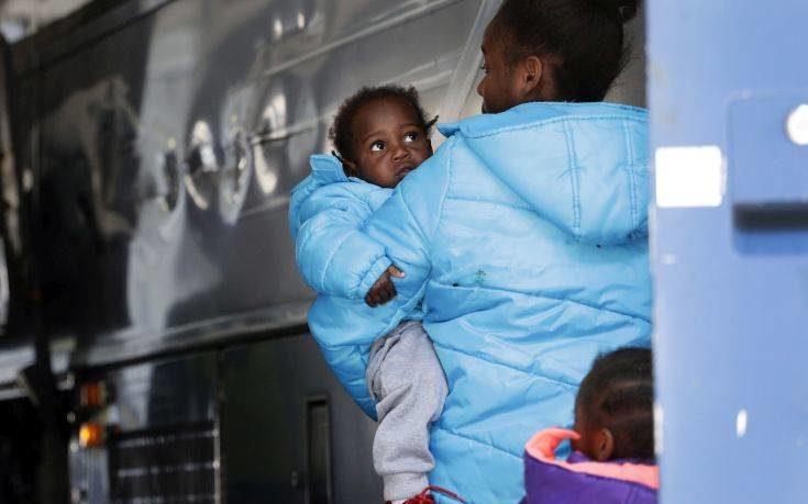 Οριστικό τέλος στην πολιτική διαχωρισμού τα παιδιά μεταναστών από τις οικογένειές τους