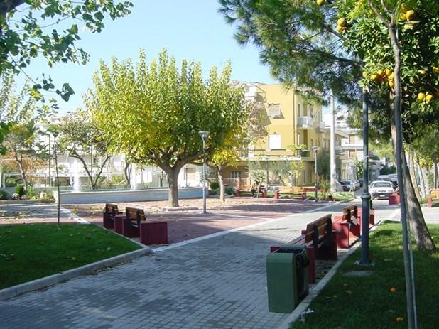 Αναπλάσεις πεζοδρομίων και νέα πλατεία στα Φάρσαλα