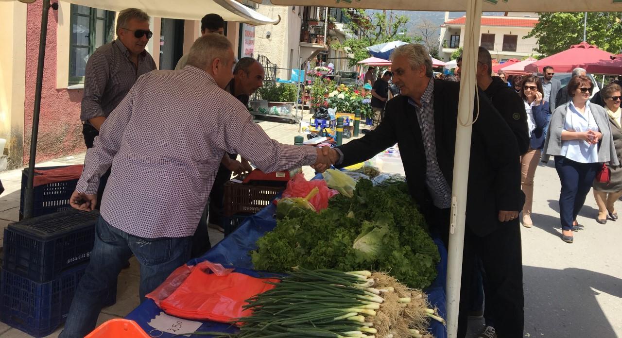 Την λαϊκή αγορά της Μεγάλης Παρασκευής στο Συκούριο επισκέφθηκε ο Δήμαρχος Τεμπών κ. Κώστα Κολλάτος