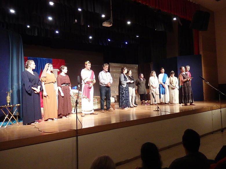 Με ενθουσιασμό «Στη Ρώμη των διωγμών» (η Φαβιόλα) έκανε πρεμιέρα η θεατρική ομάδα του Αγίου Αχιλλίου