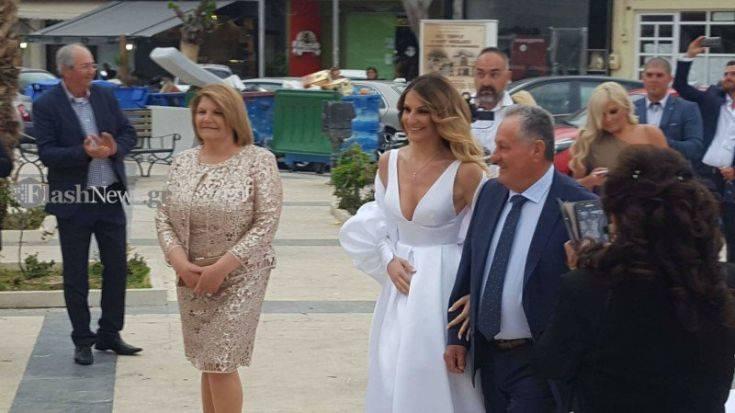 Κουμπάρα σε γάμο στην Κρήτη η Μαρία Μενούνος