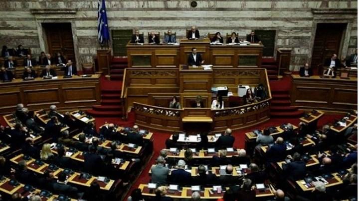 Ένταση στη Βουλή στη συζήτηση για τις 120 δόσεις