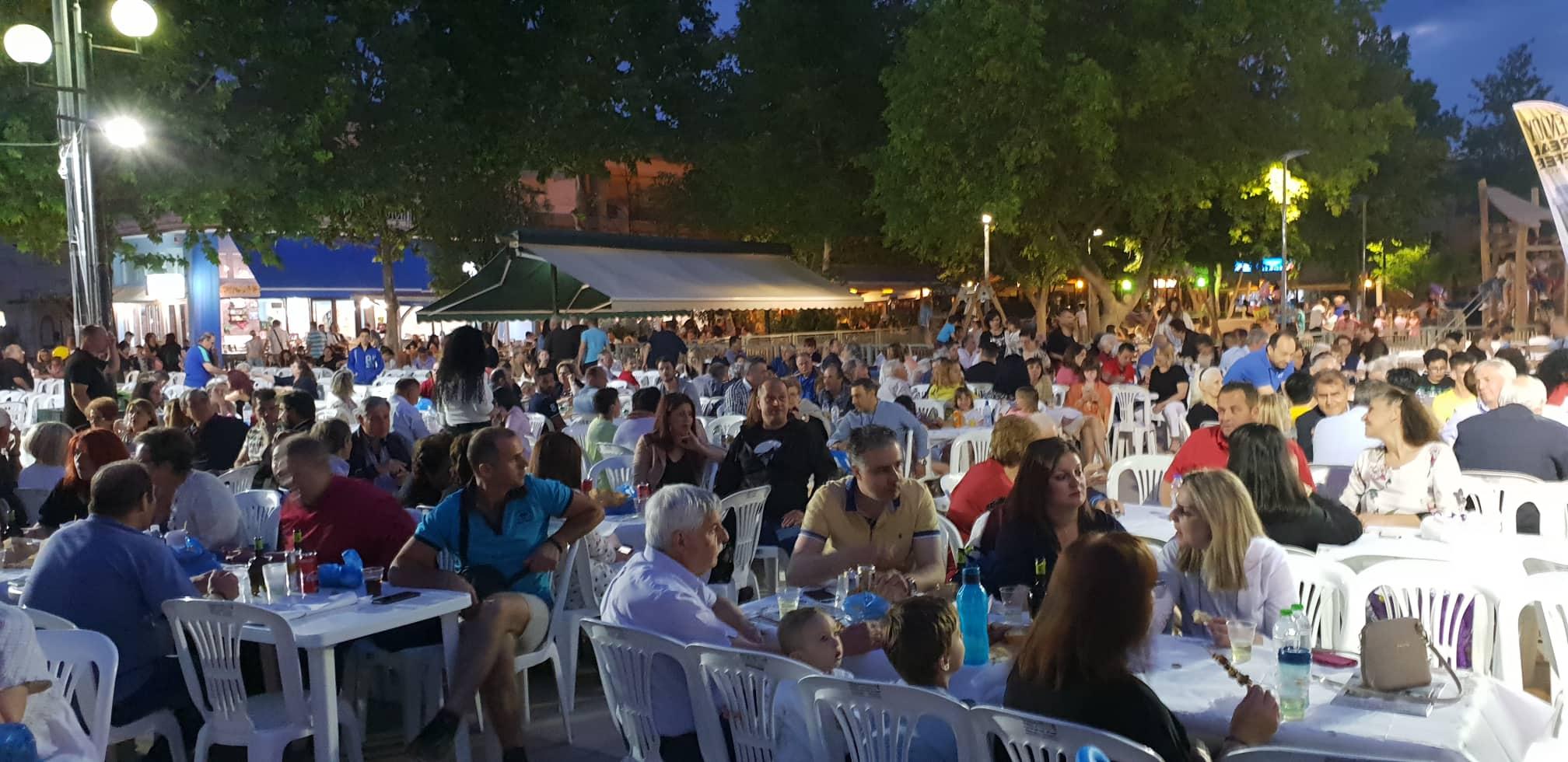 Γέμισε η πλατεία στο Αβέρωφ! – Πλήθος Λαρισαίων στις εκδηλώσεις για τον εορτασμό της Ανάληψης του Σωτήρος (ΦΩΤΟ)