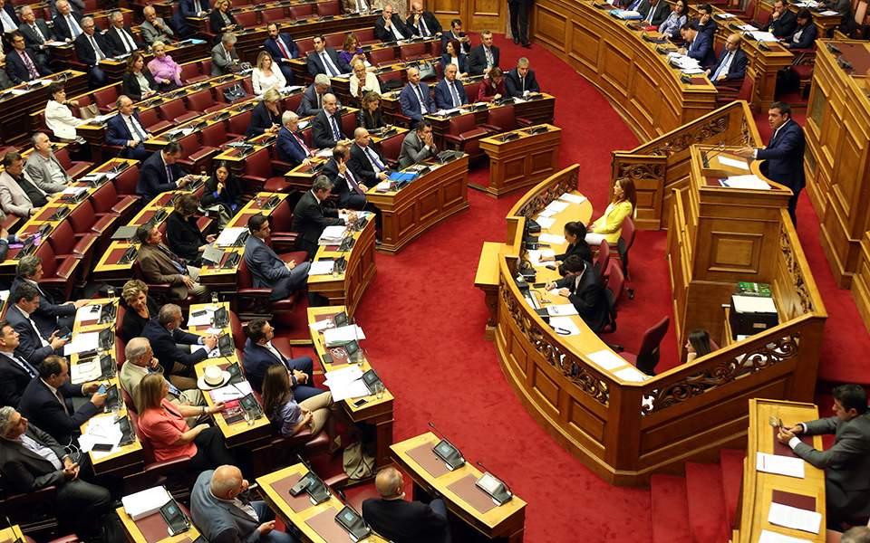 Ακραία πόλωση στη συζήτηση του αναπτυξιακού - Υπερψηφίστηκε από 165 βουλευτές