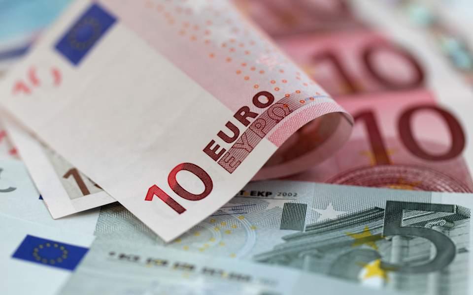 Από σήμερα στους λογαριασμούς των δικαιούχων τα επιδόματα και οι παροχές του ΟΠΕΚΑ