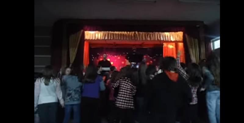 Συγκινητικό βίντεο στη Λάρισα: Ο ύμνος της ΑΕΛ σε γιορτή Δημοτικού Σχολείου! Οι αναμνήσεις ξαναχτυπούν! (video)
