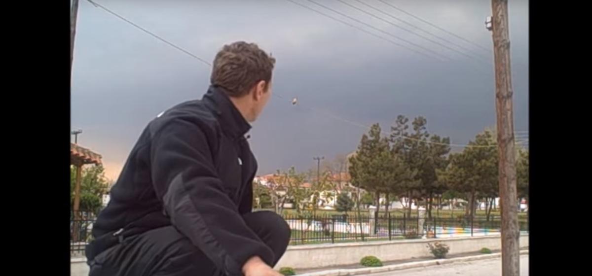 Λαρισαίος ταξιδεύει σε όλο τον κόσμο με ότι μέσο βρει μπροστά του! (Video)