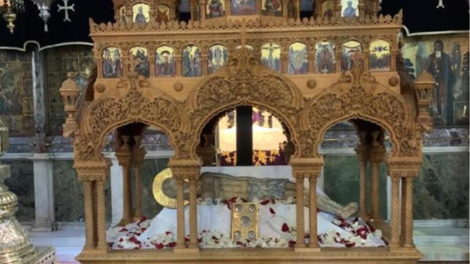 Δείτε τον επιτάφιο της Παναγίας της Τήνου