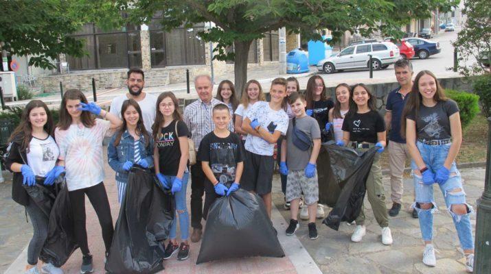 Παιδιά του δήμου Τεμπών καθάρισαν στο Μακρυχώρι (ΦΩΤΟ)