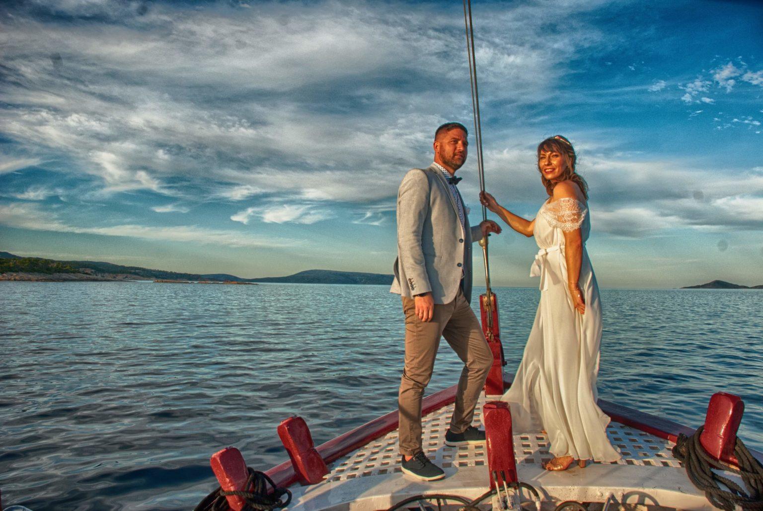 Ξεκίνησαν… πλωτοί γάμοι στην Αλόννησο – Παντρεύονται στη μέση της θάλασσας [εικόνες]