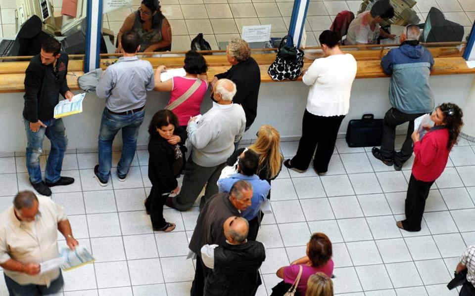 Προς μείωση του πλαφόν ασφαλιστέων αποδοχών και των εισφορών