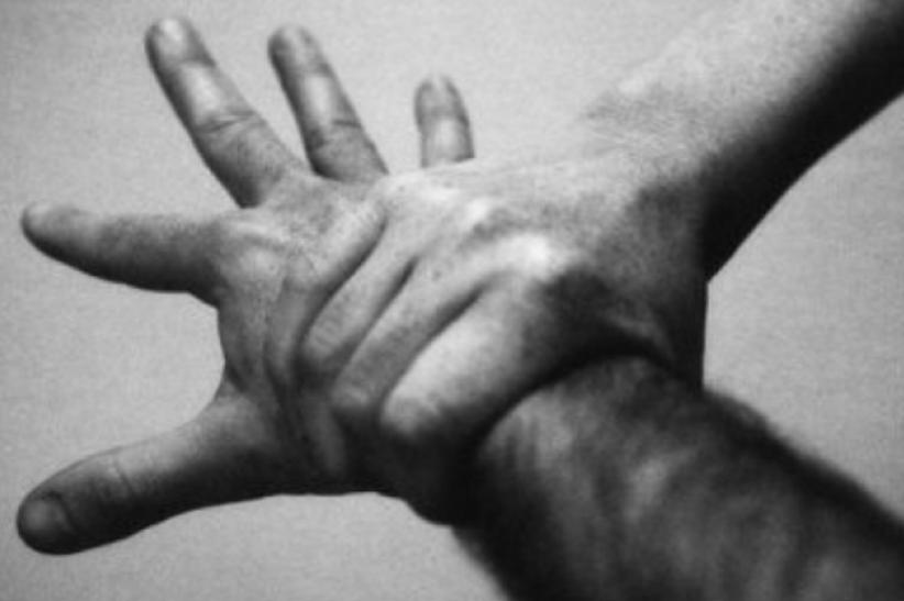 Ξέσπασε σε κλάματα στην αγκαλιά της Ελένης Μενεγάκη ο Λαρισαίος δημοσιογράφος (video)