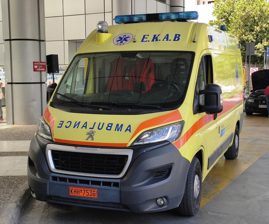 Ηλικιωμένος τραυματίστηκε σε τροχαίο στα Φάρσαλα